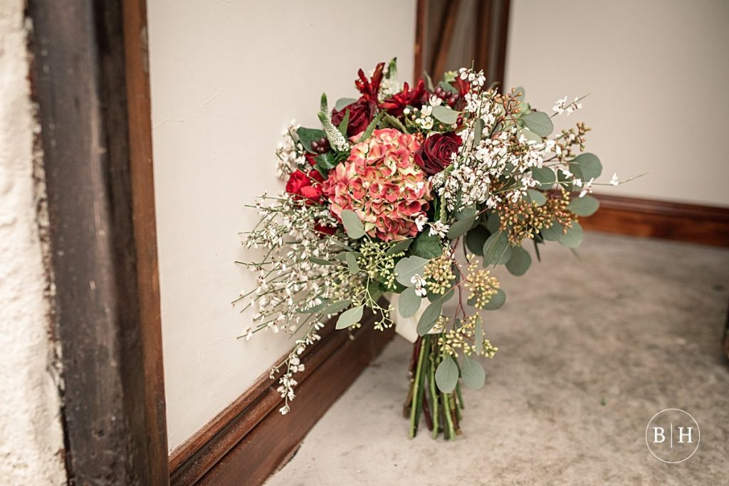 Red wedding bouquet, at a festive wedding. How to book your wedding florist