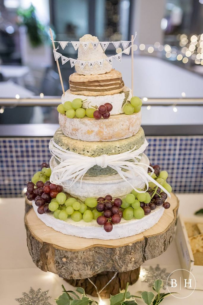 Choosing a Cheese wedding cake