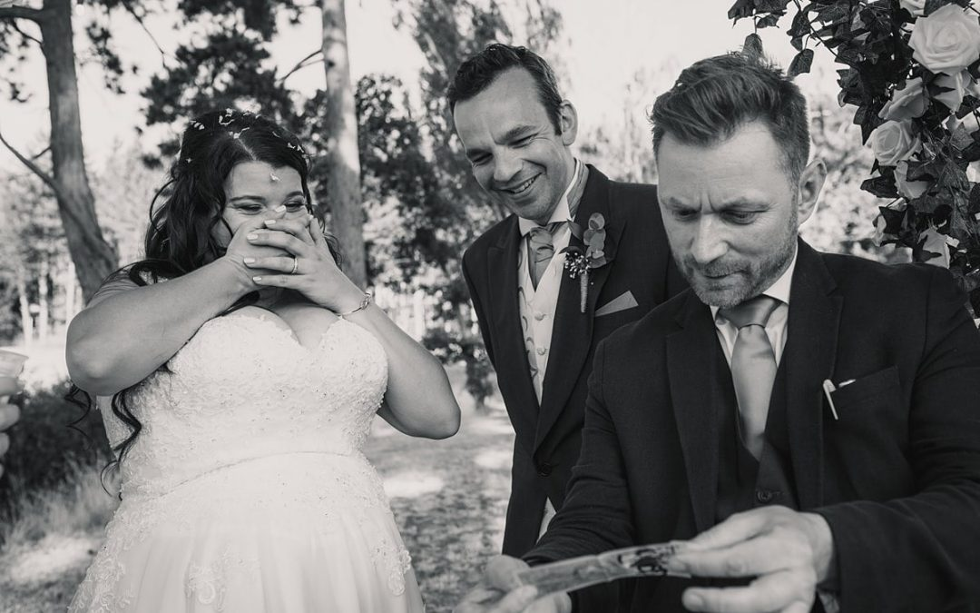 Why have a Magician at your Wedding? 5 Reasons to Book an Awesome Magician for your big day